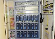 工場管理の心臓部の配電盤。